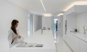 minimalista-fehér-villa-konyha