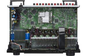 AVR S750H belső