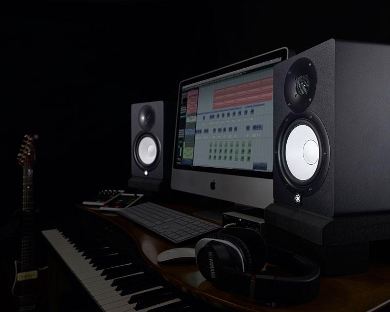 Y. HS7 stúdió monitorok