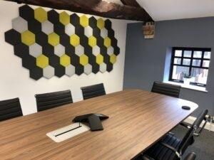 6 szögű panelek irodában
