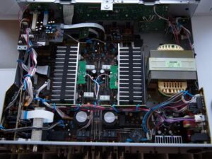 YR-S700-belső